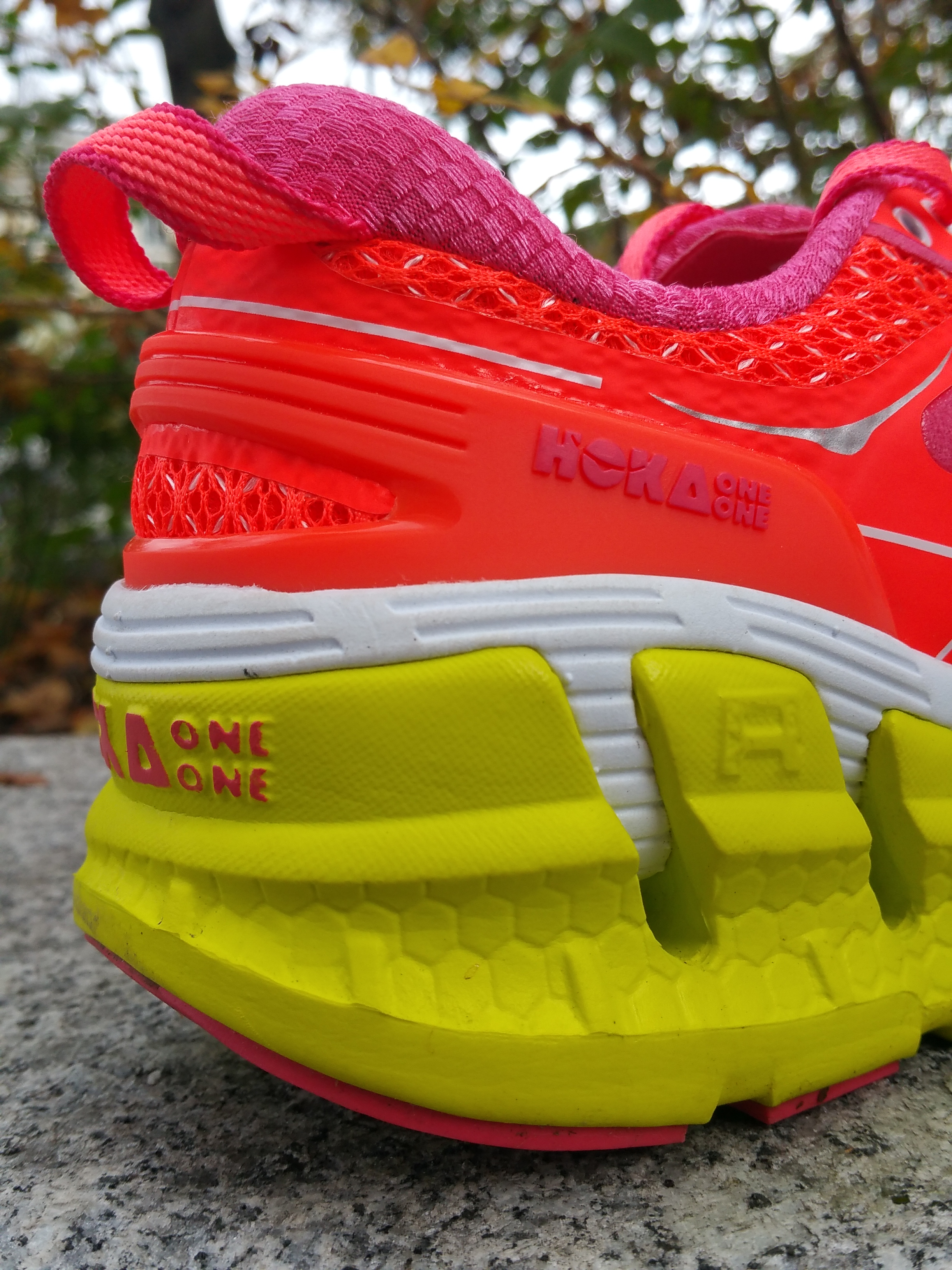 Le choix d une OVERSIZE et non d une chaussure en drop réduit de type  minimaliste est lié à la volonté de diminuer les chocs avec le sol. f70486a86df9